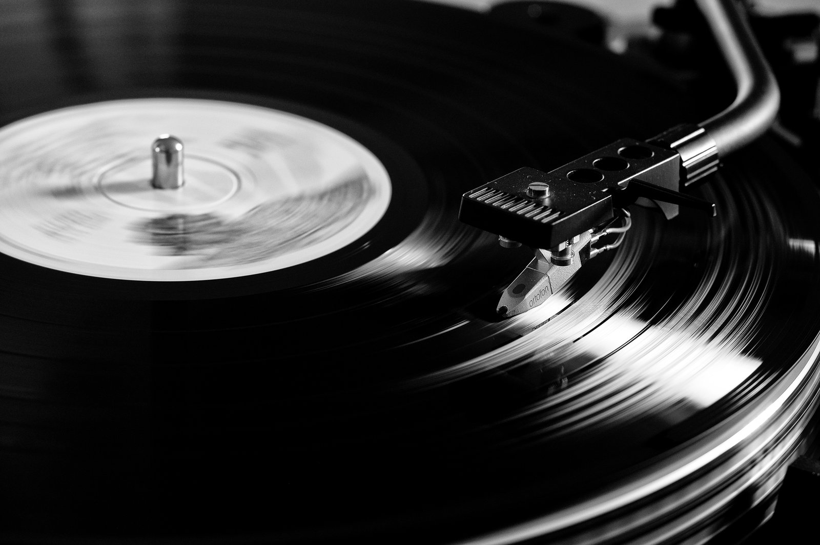 In 2015, Vinyl Earned More Than YouTube Music, VEVO, SoundCloud, and Free Spotify COMBINED